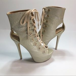 Scene by Shoedazzle boots - Size 10